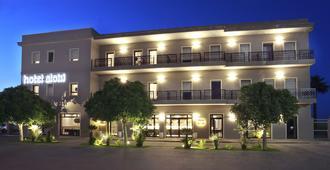 Hotel Aloisi - לצ'ה - בניין