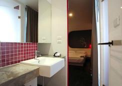 Cheqinn - Hostel - Bangkok - Bathroom