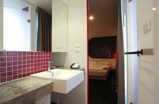 Cheqinn - Hostel - Μπανγκόκ - Μπάνιο