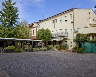 Hotel Europa - Viadana - Gebouw