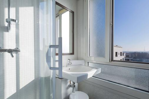 貝斯特韋斯特巴黎萊弗斯拉德芳斯酒店 - 庫爾伯瓦 - 庫爾布瓦 - 浴室