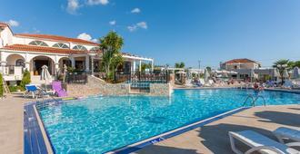 Venus Hotel & Suites - Kalamaki - Pool