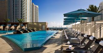 كيمتون إيبيك هوتل - ميامي - حوض السباحة