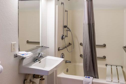 貝克斯菲爾德東 6 號汽車旅館 - 巴克爾斯菲爾德 - 貝克斯菲爾德 - 浴室