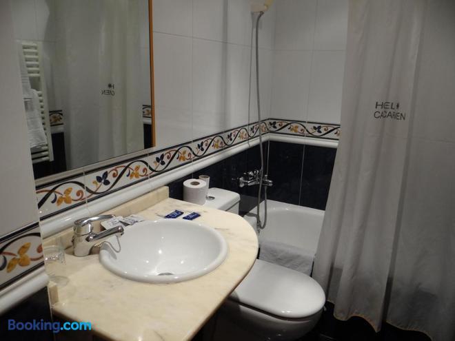 Hotel Casa Carmen - Benabarre - Bathroom