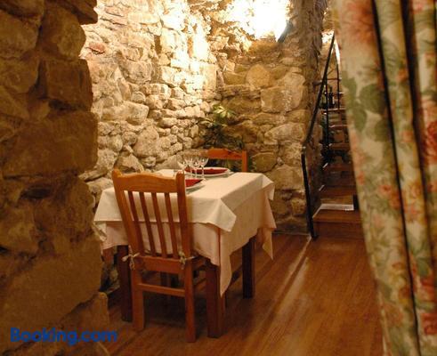 Hotel Casa Carmen - Benabarre - Dining room