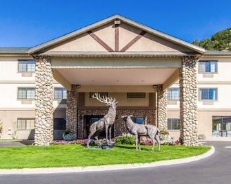 Quality Inn & Suites Vail Valley - Eagle - Gebouw