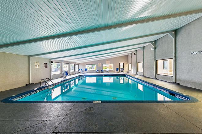 Clarion Inn and Suites near Downtown - Knoxville - Pool