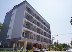 Chompu Nakarin Apartment - Trang - Building