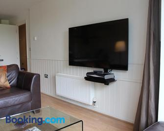 Chelmsford Serviced Apartments - Chelmsford - Living room