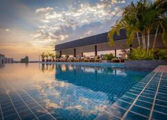 Lao Poet Hotel - Vientiane - Zwembad