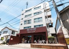 Red Helmet House & Sports Bar Hiroshima - Hiroshima - Gebäude