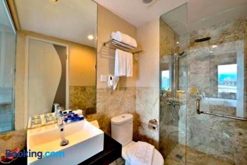 Serela Cihampelas Hotel - Μπαντούνγκ - Μπάνιο