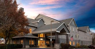 La Quinta Inn & Suites by Wyndham Eugene - יוג'ין - בניין