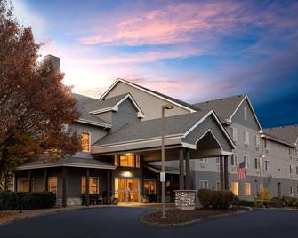La Quinta Inn & Suites by Wyndham Eugene - Eugene - Budova