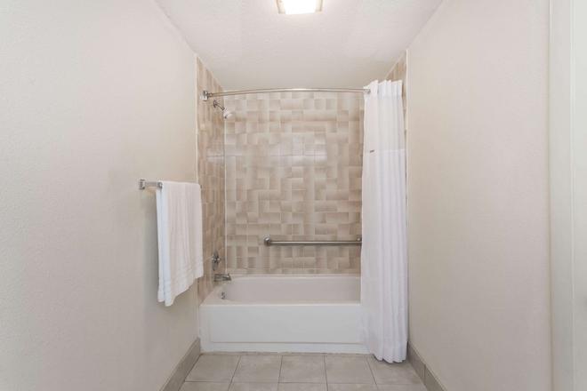 溫斯頓賽勒姆北戴斯酒店 - 溫斯頓 – 賽勒 - 溫斯頓塞倫 - 浴室