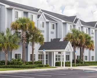Microtel Inn & Suites by Wyndham Spring Hill/Weeki Wachee - Spring Hill - Building