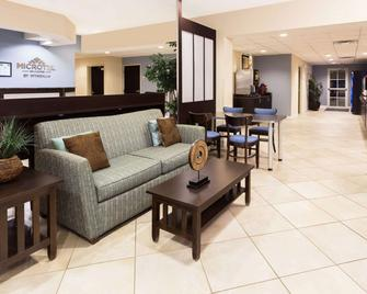 Microtel Inn & Suites by Wyndham Spring Hill/Weeki Wachee - Spring Hill - Lobby