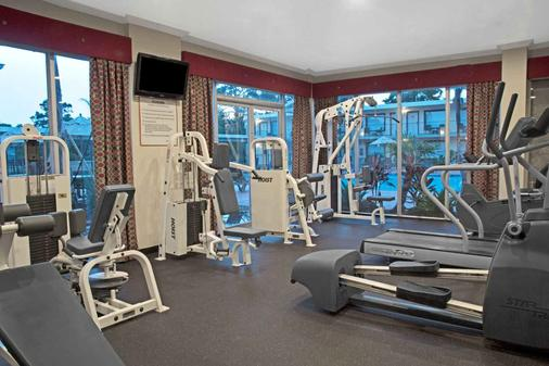 Ramada by Wyndham Houston Intercontinental Airport East - Humble - Gym