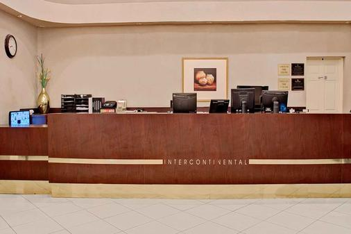 Ramada by Wyndham Houston Intercontinental Airport East - Humble - Front desk