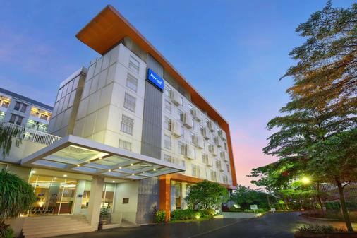Kyriad Hotel Airport Jakarta - Tangerang City - Building