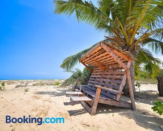 Kitesurfing Lanka - Kalpitiya - Beach