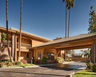 SureStay Plus Hotel by Best Western San Bernardino South - San Bernardino - Κτίριο