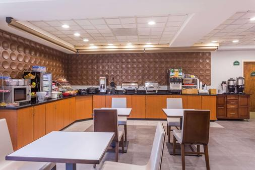 Wingate by Wyndham Greenville Airport - Greenville - Buffet