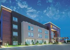 La Quinta Inn & Suites by Wyndham Tulsa Broken Arrow - Broken Arrow - Building