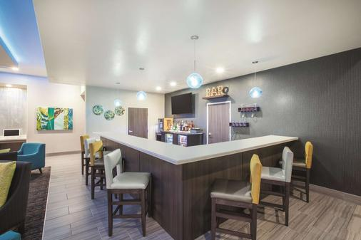 La Quinta Inn & Suites by Wyndham Tulsa Broken Arrow - Broken Arrow - Bar