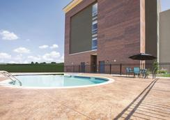 La Quinta Inn & Suites by Wyndham Tulsa Broken Arrow - Broken Arrow - Pool