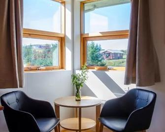 Hunkubakkar Guesthouse - Kirkjubaejarklaustur - Wohnzimmer