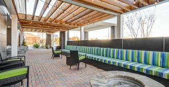 Home2 Suites by Hilton Irving/DFW Airport North - Irving - Patio