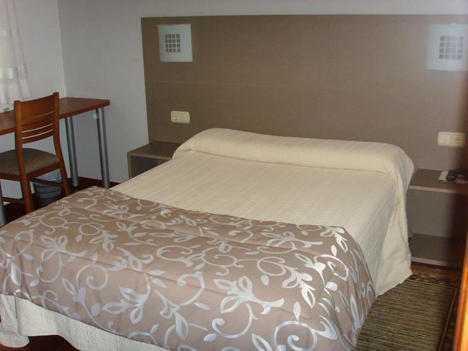 Hostal Residencia Fornos - Santiago de Compostela - Κρεβατοκάμαρα