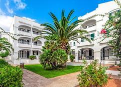White Sands Beach Club by Diamond Resorts - Es Mercadal - Piscine