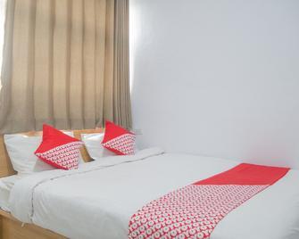 OYO 985 Audi Inn Hotel - Tanjung Pandan - Bedroom