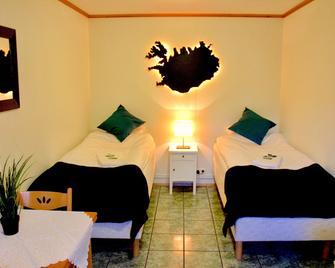 Guesthouse Árný - Вестманнові острови - Bedroom