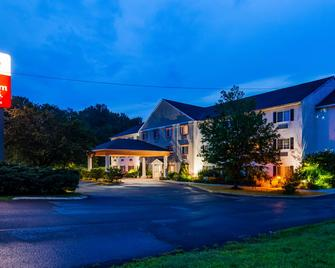Best Western PLUS Berkshire Hills Inn & Suites - Pittsfield - Gebäude