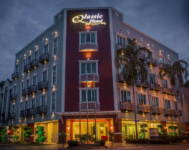 Qlassic Hotel - Sepang - Building