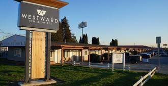 Westward Inn & Suites - Langley - Building