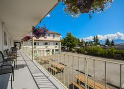 Sunnycrest Motel - Gibsons - Balkon