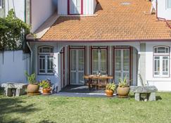 Liiiving In Moledo - Vintage House - Moledo - Patio