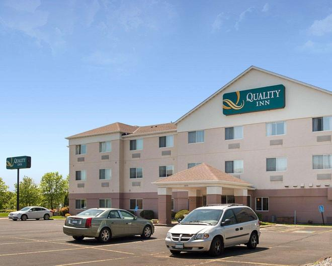 Quality Inn - Brooklyn Center - Edificio