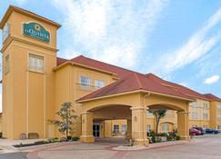 La Quinta Inn & Suites by Wyndham Shawnee - Шони - Здание