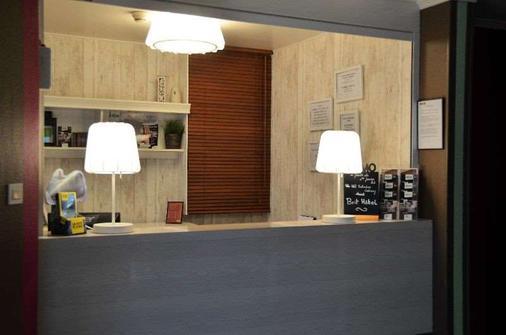 Brit Hotel Cherbourg Octeville - Cherbourg-Octeville - Front desk