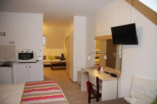 Brit Hotel Cherbourg Octeville - Cherbourg-Octeville - Kitchen