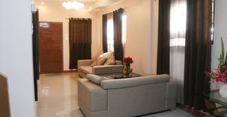 Palawan Island Inn - Coron - Living room