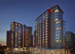Hampton Inn by Hilton Halifax Downtown - Halifax - Budynek