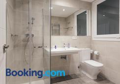 Pension Del Mar - San Sebastian - Bathroom