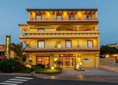 Hotel Rosa Dei Venti - Castelsardo - Κτίριο